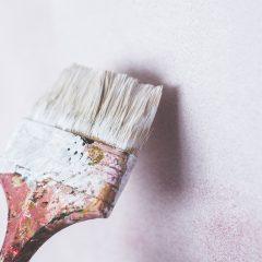 Woning renoveren met behulp van een stukadoor en schilder